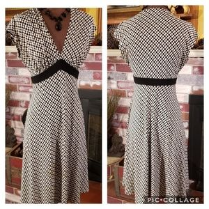 VAN HEUSEN BLACK AND WHITE V-NECK MIDI 8